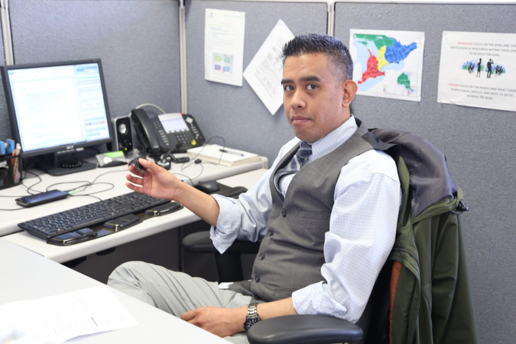 Employé à son bureau